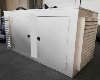 Soundproof cabin with high acoustic abatement designed for an endothermic engine of high pressure water pump