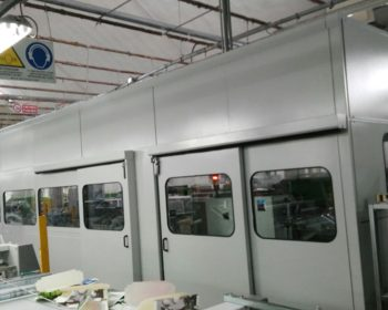 Soundproof enclosure for bending-sticking machine in a cartographic industrie