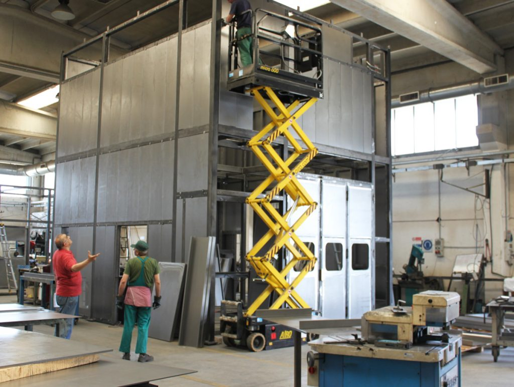 The workshop: mobile platform for jobs on components up to 8 m in height