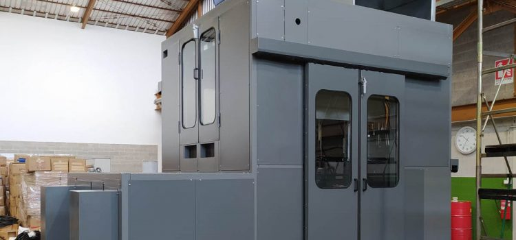 Soundproof cabin for 200 ton press, equipped with filter for oily fog extraction